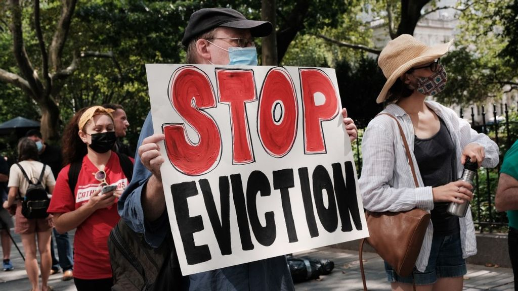 <p>Activists protest against evictions in New York City on Aug. 11. (Spencer Platt/Getty Images)</p>