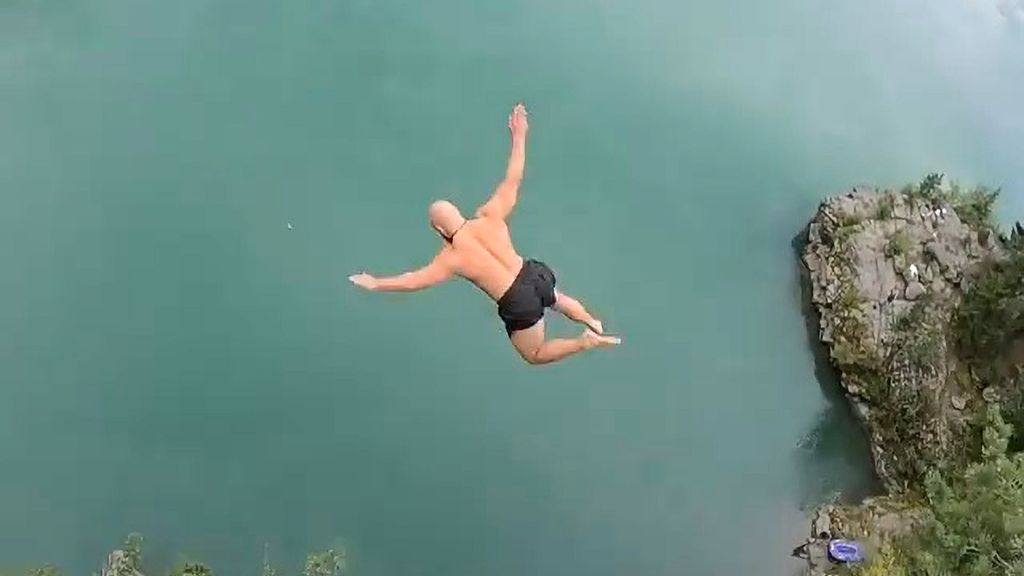 VIDEO: Norwegian 'Death Diver' Leaps From 102-Foot Cliff To Set World Record