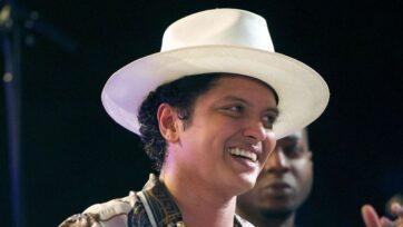 El cantante de pop Bruno Mars forma parte de una lista larga de artistas latinos nominados a los MTV Video Music Awards. (Ron Sachs–Pool/Getty Images)