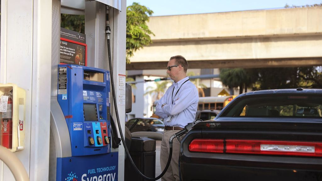 <p>AAA listed the national average retail price at $3.16 for a gallon of regular unleaded, a price that's been relatively unchanged for most of the month. (Photo by Joe Raedle/Getty Images)</p>