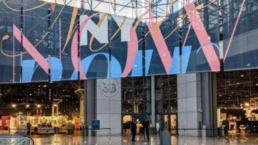 strongEl recientemente remodelado Javits Center en la ciudad de Nueva York organizó su primera feria comercial presencial desde que los eventos se suspendieron debido a los cierres pandémicos del año pasado. (Lisa Chau)/strong