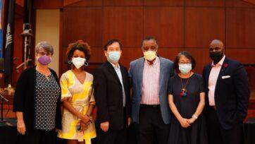 strongMiembros de la Comisión (izquieda a derecha): Ana M. Bermudez, Lurie Daniel Favors, Chris Kui, J. Phillip Thompson, Jo-Ann Yoo y K. Bain. (Racial Justice Commission)/strong