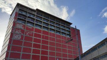 The Central Library's facade has not been restored in years. (Felipe Torres Gianvittorio/Zenger)