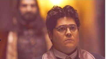 El actorHarvey Guillén interpreta el papel de Guillermo de la Cruz en 'Lo que hacemos en las sombras'. (Amazon)