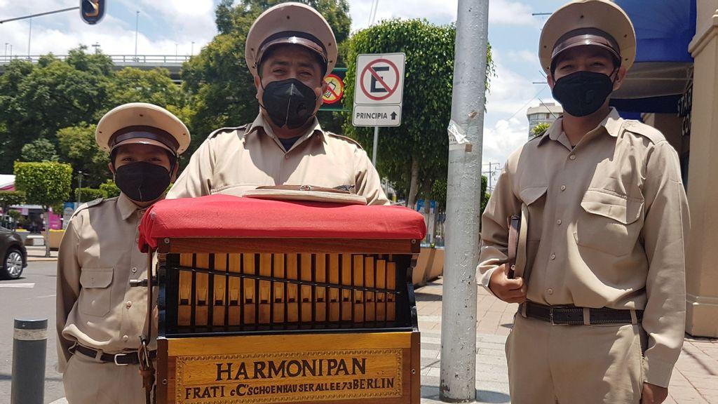 <p>(L-R) Isauro José Villegas Velasco, Isauro Villegas Escamilla and Tomás Villegas Velasco work as organ grinders every day wearing their uniform. It's a family tradition. (Shantal Romero/Zenger)</p>