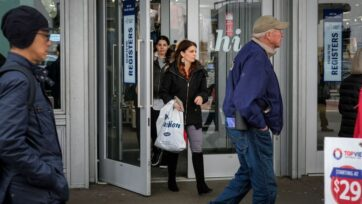 A Census Bureau report released Thursday showed that consumers were continuing to spend. Sales rose 0.7 percent in August 2021. (Drew Angerer/Getty Images)