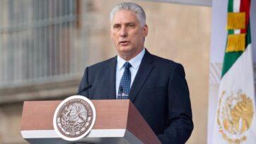 El presidente de Cuba, Miguel Díaz-Canel, pronuncia un discurso durante la celebración. Es la primera vez que un presidente extranjero da un discurso en el desfile militar de Independencia de México. (Gobierno de México)