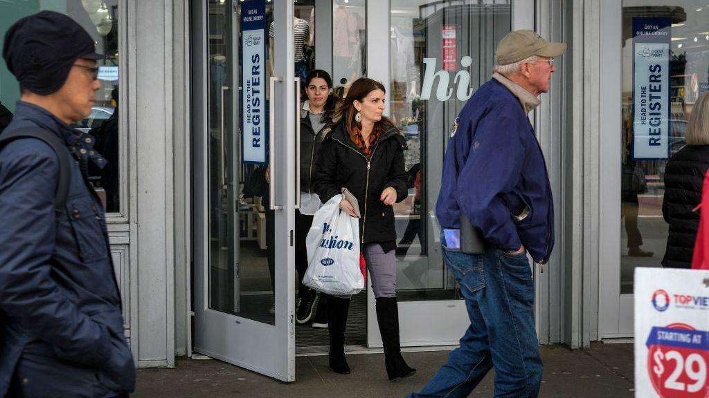 El gasto de los estímulos por pandemia juega un papel importante en datos recientes de inflación, ventas y pobreza
