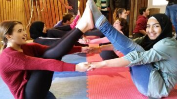 A cooperation workshop for Jewish and Arab teens at the Israel Circus School, Kfar Yehoshua. (Courtesy of A New Way)