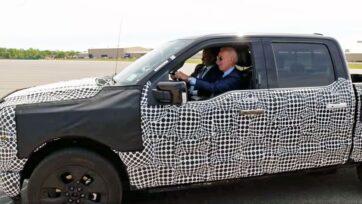 strongEl presidente Joe Biden prueba la camioneta Ford F-150 Lightning totalmente eléctrica en el Centro de Vehículos Eléctricos Rouge, en Dearborn, Michigan, el 18 de mayo de 2021. (La Casa Blanca)./strong