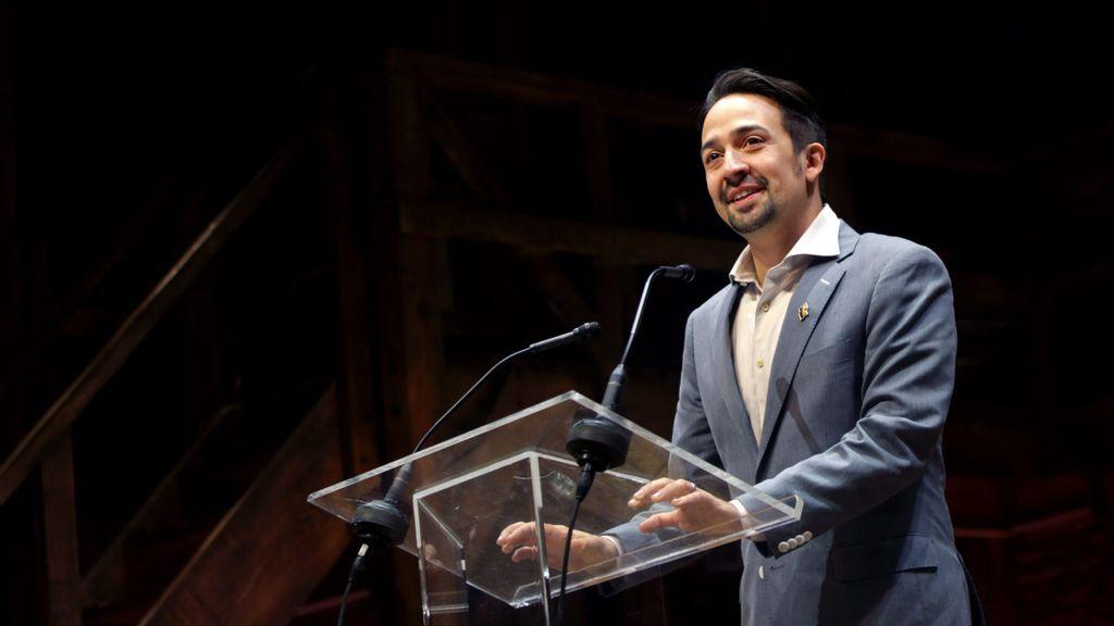 'Hamilton' y 'Gambito de dama' dan Emmys a talento latino