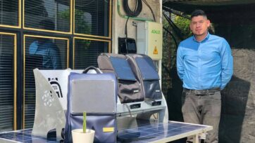 Moisés Venegas, es el creator de este novedoso producto, con el cual se busca apoyar a estudiantes en situación de pobreza energética. (Julio Guzmán/Zenger)