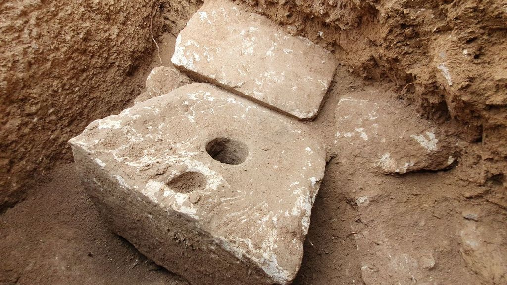 VIPee: Rare 2,700-Year-Old Private Toilet Unearthed In Ancient Royal Palace