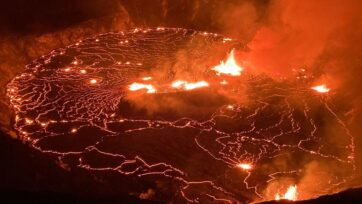 New eruptions from Hawaii's Kilauea volcano are spewing lava fountains up to 50 feet. This photo, at the beginning of the eruptions, was taken on Sept. 29. (@USGSVolcanoes/Zenger)