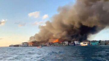 El 2 y 3 de octubre, un incendio forestal en la isla de Guanaja, Honduras, afectó a más del 60 por ciento de la población y daño o destruyó muchas viviendas. (Comisión Permanente de Contingencia de Honduras/Zenger)