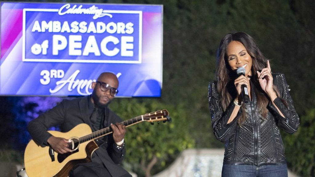 Entertainment Awards Honor Those Committed To Social Change