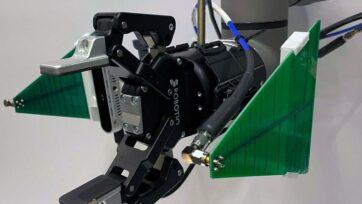 strongLos investigadores del MIT han desarrollado un brazo robótico que utiliza datos visuales de una cámara e información de radiofrecuencia (RF) de una antena para encontrar y recuperar objetos, incluso cuando estos se encuentran debajo de una pila y completamente fuera de vista. (Fadel Adib, Tara Boroushaki, et al.)/strong