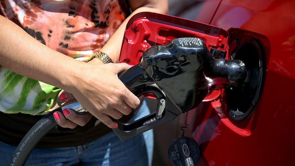 Factores de 'pánico' podrían ser causa de precios más altos de la gasolina