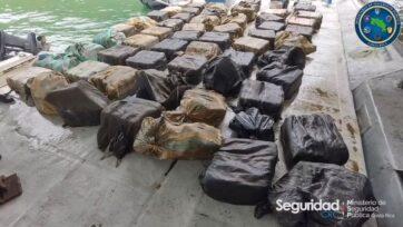 strongLa policía interceptó una embarcación semisumergible con un cargamento de drogas de mil 778 paquetes que pesaban mil 800 kilos, en la costa de Golfito, Costa Rica. (Ministerio de Seguridad Pública de Costa Rica/Zenger)/strong
